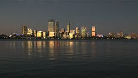 Perth en Australia occidental en la oscuridad almacen de video