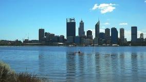Perth i kayaker na łabędziej rzece zdjęcie wideo