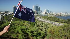 Perth linia horyzontu z australijczyk flagą zbiory