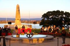 Perth parkerar minnes- konungar 100. ANZAC-skymningservice Royaltyfria Bilder