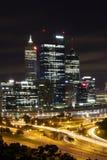 Perth stad på natten, stående Fotografering för Bildbyråer