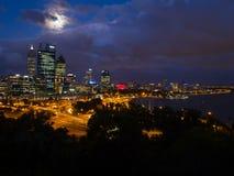 Perth-Stadt-Skyline, Australien Lizenzfreie Stockfotos