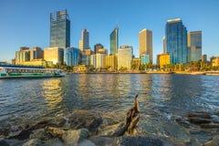 Perth-Wolkenkratzer bei Sonnenuntergang Lizenzfreie Stockfotos
