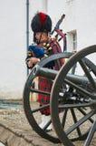 Perthshire, het UK - 20 Augustus 2016: Leger representatieve het spelen doedelzak bij Blair Atholl-kasteel Royalty-vrije Stock Afbeelding