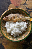 Pertica fritta con riso immagini stock