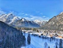 Pertisau-Dorf in den Alpen in Tirol, Österreich Stockfotos