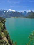 pertisau tirol för achenseeÖsterrike lake Arkivfoton