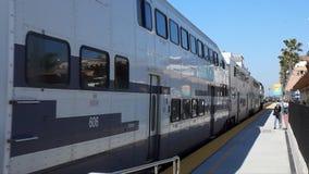 Perto do oceano de chegada de Metrolink, estação de caminhos de ferro de Califórnia filme