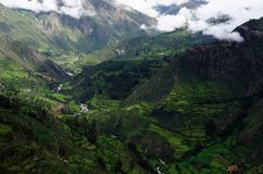 Peru-Berge mit grünem Ackerland Lizenzfreies Stockfoto