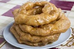 Peru Dish Dessert : Buñuelos avec du miel traditionnel de chancaca Arequipa rentré par photo, Pérou photos libres de droits