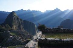 Peru - Machu Picchu in den Sonnenstrahlen Stockfotografie