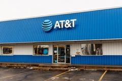 Peru - Około Styczeń 2019: AT&T ruchliwości radia sklep detaliczny AT&T teraz oferuje IPTV, VoIP, telefony komórkowych i DirecTV, zdjęcia royalty free