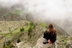 Peru, Toerist in de canion Cotahuasi Stock Afbeelding