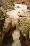 peru Vattenfall Sipia på botten av kanjonen Cotahuasi Royaltyfri Bild