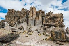 Peruan Anderna Arequipa Peru för Imata stenskog arkivbild