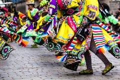 Peruanische Tänzer an der Parade in Cusco. Stockbilder