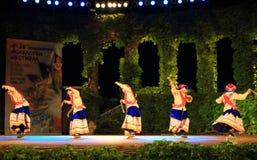 Peruanische Tänzer, die großartige Tanzshow durchführen Lizenzfreie Stockfotos
