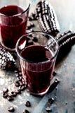 PERUANISCHES PURPURROTES MAIS-GETRÄNK Chicha-morada purpurrotes süßes traditionelles peruanisches Maisgetränk stockbild