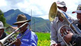 Peruanisches traditionelles Folklore-Festival in Cusco-Bereich stock video