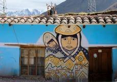 Peruanisches Wandgemälde einer Mutter und des Kindes Lizenzfreie Stockbilder