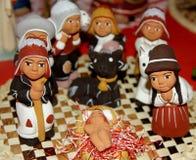 Peruansk etnisk Kristi födelseuppsättninghand - som göras med terrakotta och lera Arkivbild