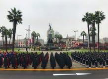 Peruansk flaggmärkesdag Plaza Francisco Bolognesi arkivbilder