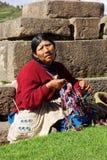 Peruansk traditionell varor nära fördärvar i Cusco i Peru Arkivfoto
