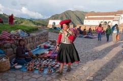Peruanska kvinnor på marknaden, Chinchero, Peru Royaltyfri Fotografi