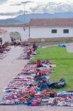 Peruanska kvinnor på marknaden, Chinchero, Peru Royaltyfri Bild