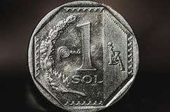 1 peruanska nuevosolenoid-mynt Fotografering för Bildbyråer