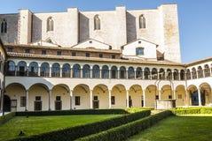 Perugia - gotisk kyrka, cloister royaltyfri bild