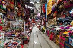 Peruian marknad på den Machu Picchu staden Royaltyfri Bild