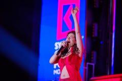 Peruquois Australijski piosenkarz wykonuje przy synergiego Globalnym forum Zdjęcia Royalty Free
