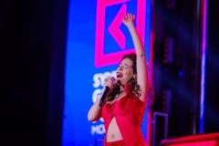 Peruquois Australijski piosenkarz wykonuje przy synergiego Globalnym forum Obrazy Royalty Free