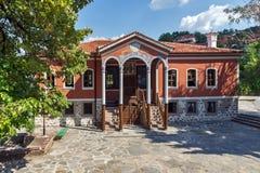 PERUSHTITSA, BULGARIEN - 4. SEPTEMBER 2016: Das Gebäude von Danov-Schule vom 19. Jahrhundert, Perushtitsa, Bulgari Stockfoto