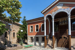 PERUSHTITSA, BULGARIEN - 4. SEPTEMBER 2016: Das Gebäude von Danov-Schule vom 19. Jahrhundert, Perushtitsa, Bulgari Lizenzfreies Stockfoto