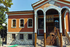 PERUSHTITSA, BULGARIEN - 4. SEPTEMBER 2016: Das Gebäude von Danov-Schule vom 19. Jahrhundert, Perushtitsa, Plowdiw-Region Lizenzfreie Stockbilder