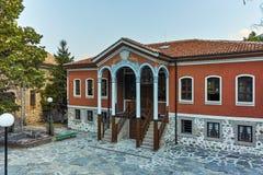 PERUSHTITSA, BULGARIEN - 4. SEPTEMBER 2016: Das Gebäude von Danov-Schule vom 19. Jahrhundert, Perushtitsa, Plowdiw-Region Stockbild