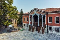 PERUSHTITSA, BULGARIEN - 4. SEPTEMBER 2016: Das Gebäude von Danov-Schule vom 19. Jahrhundert, Perushtitsa, Plowdiw-Region Lizenzfreies Stockfoto