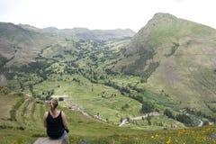 Peruviaans Landschap met Meisje Royalty-vrije Stock Foto