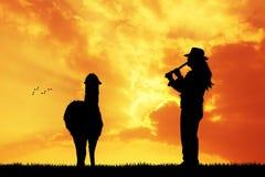 Peruviaanse mens bij zonsondergang Stock Foto's