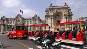 Peruviaanse presidentiële paleis en toeristentrein, Lima royalty-vrije stock foto