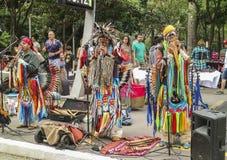 Peruvian соединяют играть и петь на бульвар Paulista стоковые фотографии rf