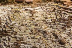 Peruviano le Ande Cuzco Perù delle miniere di sale di Maras fotografia stock