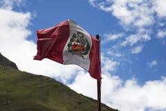 Peruwiański chorągwiany falowanie obraz royalty free