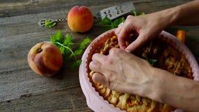 Perzik eigengemaakte pastei stock video