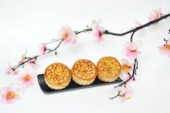 Perzikbloem met mooncakes stock fotografie