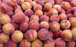 Perziken op vertoning Stock Foto