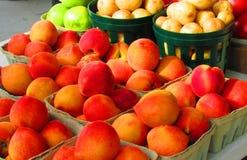 Perziken voor verkoop Stock Afbeelding