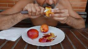 Perzikvruchten healty dieet stock footage